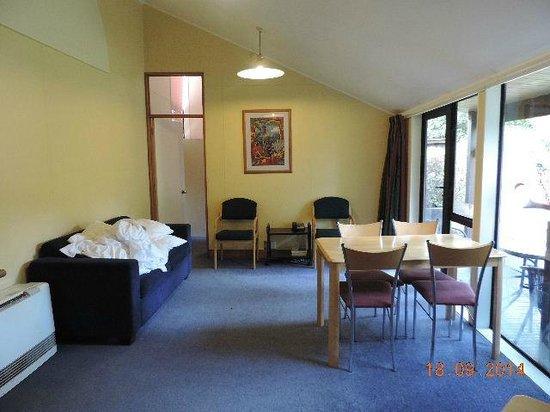 Chateau Tongariro Hotel: Kitchen/Dining/Lounge Area