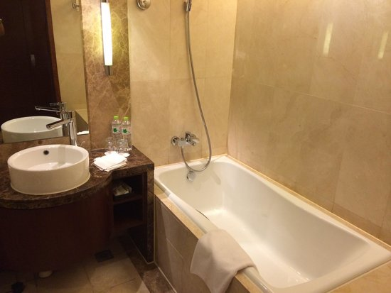 Crowne Plaza Beijing International Airport : 浴室