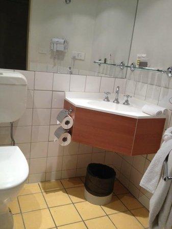 Mercure Welcome Melbourne : Bathroom
