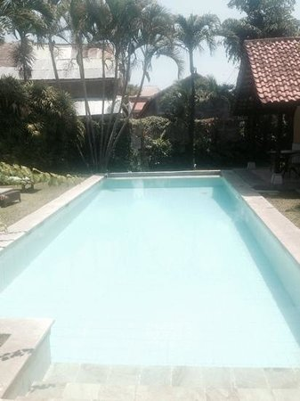 Teka-Teki House: pool close to Teka Teki House