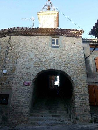 Siran, Frankrig: Local village street