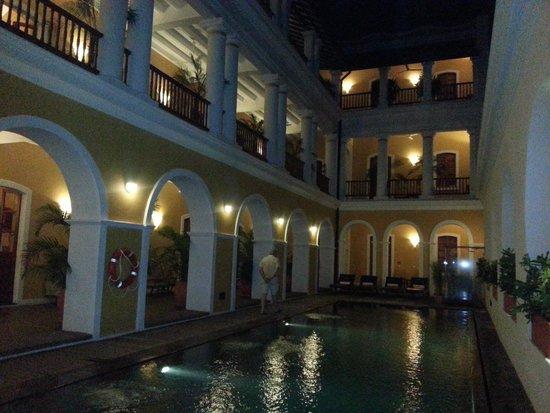 Palais de Mahe : la piscine