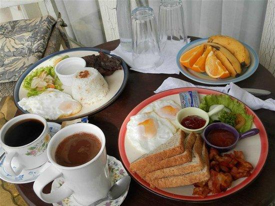 Joaquin's Bed and Breakfast: Breakfast