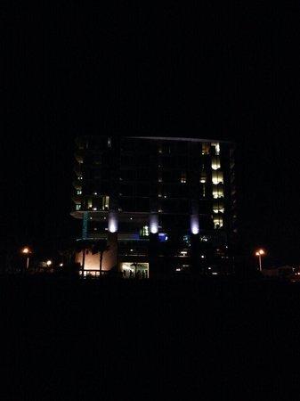 South Beach Biloxi Hotel & Suites: Ocean side of hotel