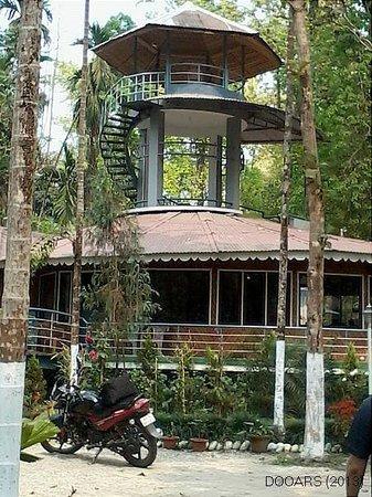 Aranya Jungle Resort: The watch tower inside the Dining Hall