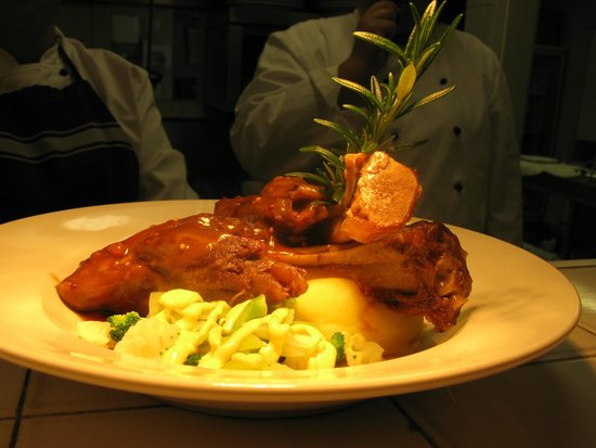 Turangi Bridge Bar & Restaurant : Lamb Shanks - Very popular.