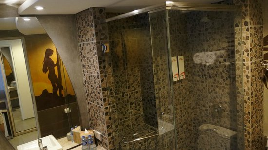 Bliss Surfer Hotel : shower is powerful