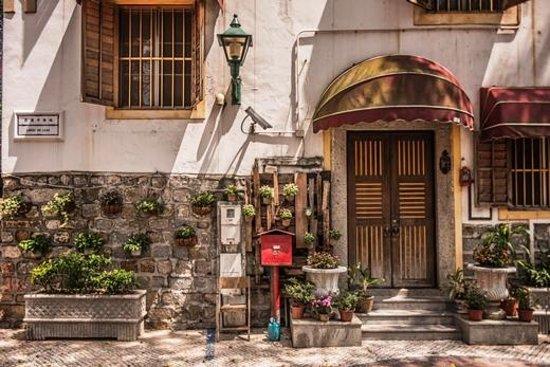 Специальный административный район Макао, Китай: Lilau Square – one of the first Portuguese residential quarters in Macau.