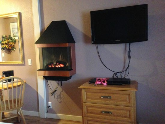 "Coast Inn & Spa: TV and ""fireplace"""