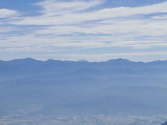 Kiso Komagatake: 頭だけ出した富士山も見えます。下からでは見えない。