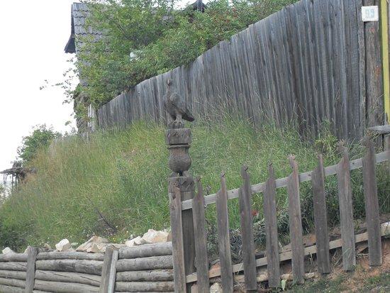 Olekminsk, Russland: Сэргэ (коновязь) в посёлке Заречный.
