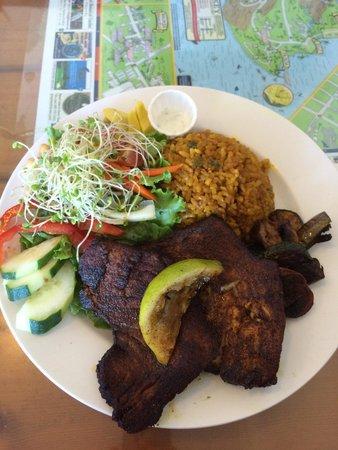 Puka Puka Kitchen: Sautéed Ahi Tuna Plate with garlic rice, grilled vegetable and salad