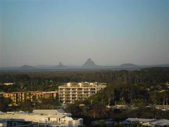 Pumicestone Blue Resort: View of Glass House Mountains from balcony