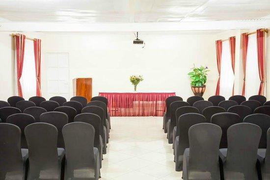 PrideInn Hotel Raphta Road: Conference Room
