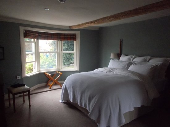 The Marlborough: Room and those pillows