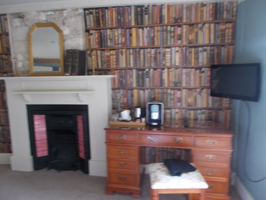 The Marlborough: Library room