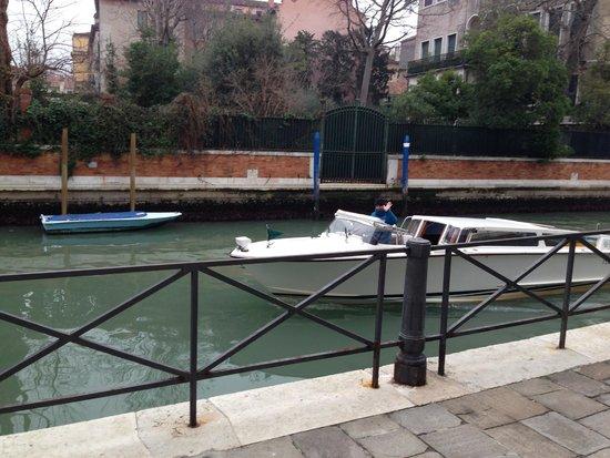 Al Bailo di Venezia: водное такси,на котором можно добраться прямо к отелю