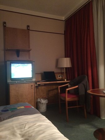 Park Inn Veliky Novgorod: Room:324. Power sockets are at the desk only