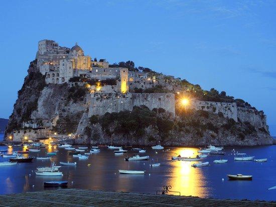 Ischia, Italia: vista di sera