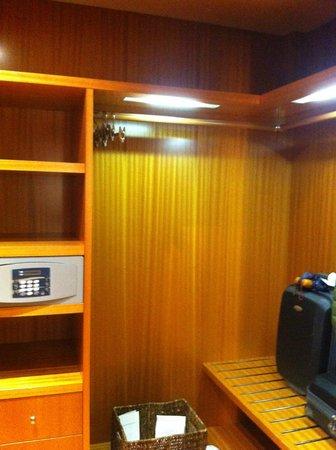 Hotel Principi di Piemonte: cabina armadio