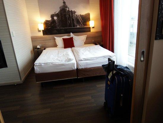 Adagio Berlin Kurfurstendamm: our bedroom