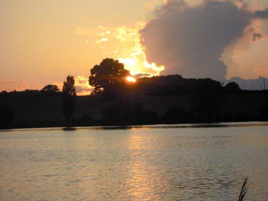 Camping La Cazine : coucher de soleil