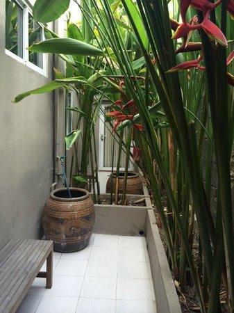 Sabye Bangkok Hotel : pocket garden@ our terrace