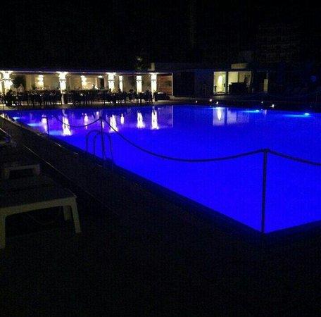 Hilton Cyprus : Outside pool at night