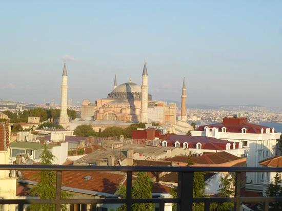 "Nowy Efendi Hotel ""Special Class"" : so close to all attractions."