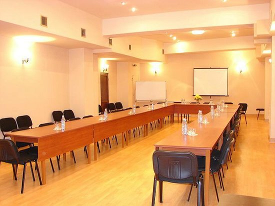 Hotel Diplomat: Conference Room
