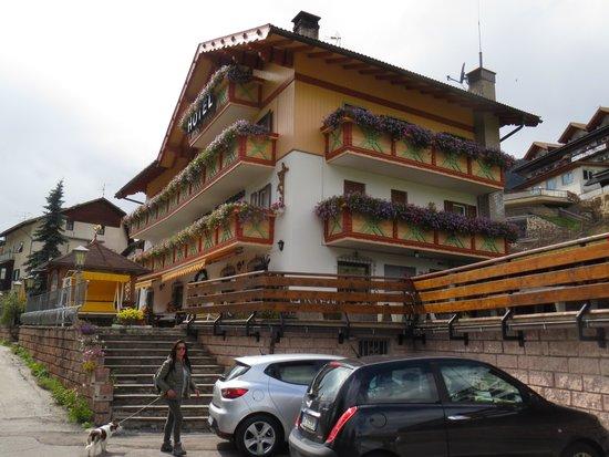 Hotel Millefiori: Vista dal parcheggio