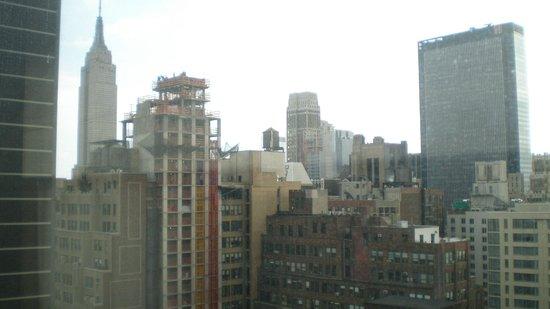 Four Points by Sheraton Midtown - Times Square : Vista desde el piso 30, lado sur