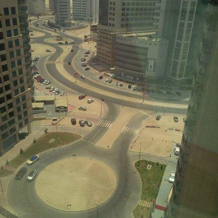 Grand Millennium Dubai: Dull area around