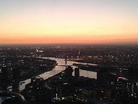 Rendezvous Hotel Melbourne : Bubbles atop the Eureka Tower!