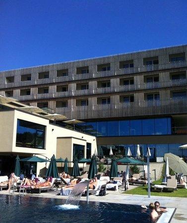 LOISIUM Wine & Spa Resort Südsteiermark: Wunderschönes Wetter, Pool draussen