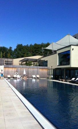 LOISIUM Wine & Spa Resort Südsteiermark: Pool draussen