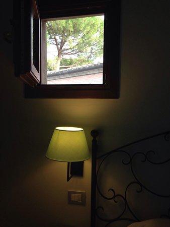 Villasanpaolo: Poesia dalla finestrella.