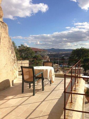 إلكب إيفي كيف هاوس: Terrace that overlooks the town (next to room)