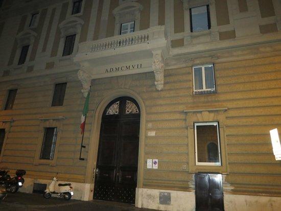 Piccolo Imperiale Guest House: Здание, в котором расположен отель