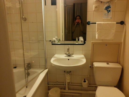 BEST WESTERN Hotel Le Montmartre Saint Pierre: Il bagno