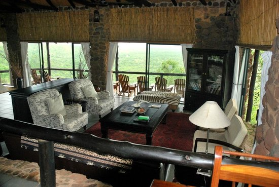 Leopard Mountain Safari Lodge : Lounge looking from the dinning room