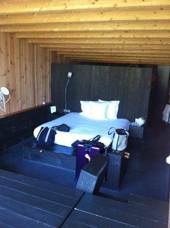 Auberge de la Grenouillere: hut room