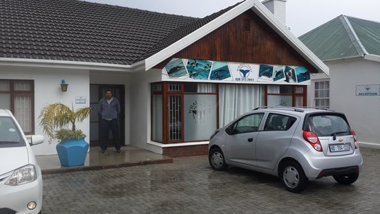 Whale Coast Lodge: the outside view of whalecoast lodge