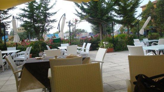 I tavoli allaperto foto di ristorante pizzeria oasi paestum