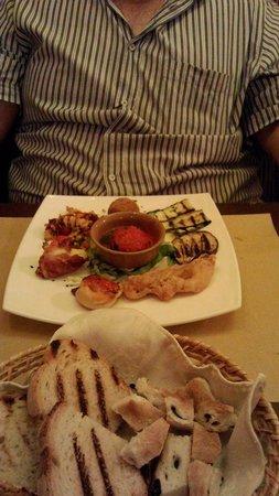 Portonaccio: Antipasto divino con pane speciale