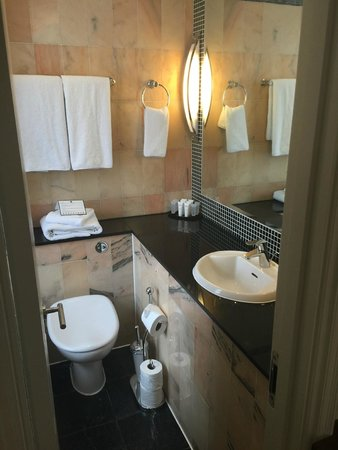 Grange Langham Court : Bathroom