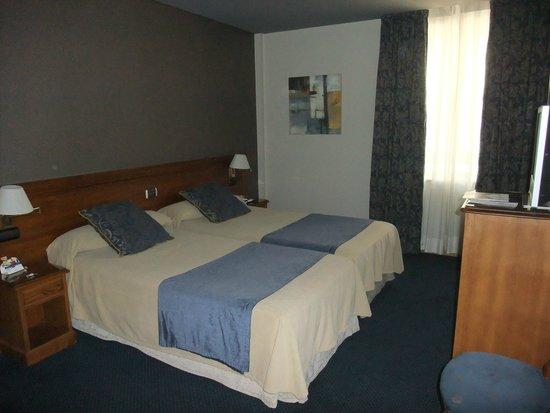 Felipe IV Hotel: Smelly room