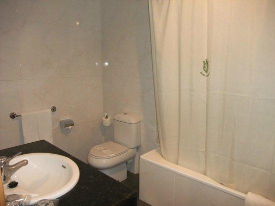Felipe IV Hotel: Very smelly bathroom