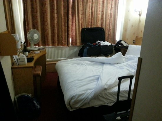 Best Western Manchester Altrincham Cresta Court Hotel: A bit smaller than we had been led to believe