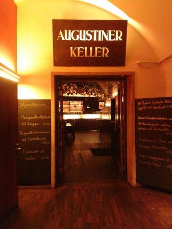 Augustinerkeller: Entrada